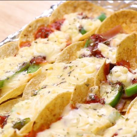 Bánh pizza bằng snack khoai tây