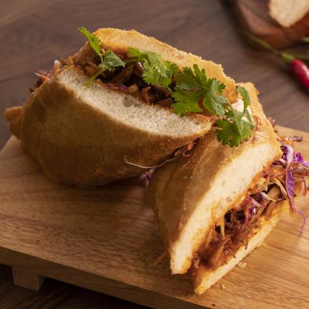 Bánh mì gà mayo cay